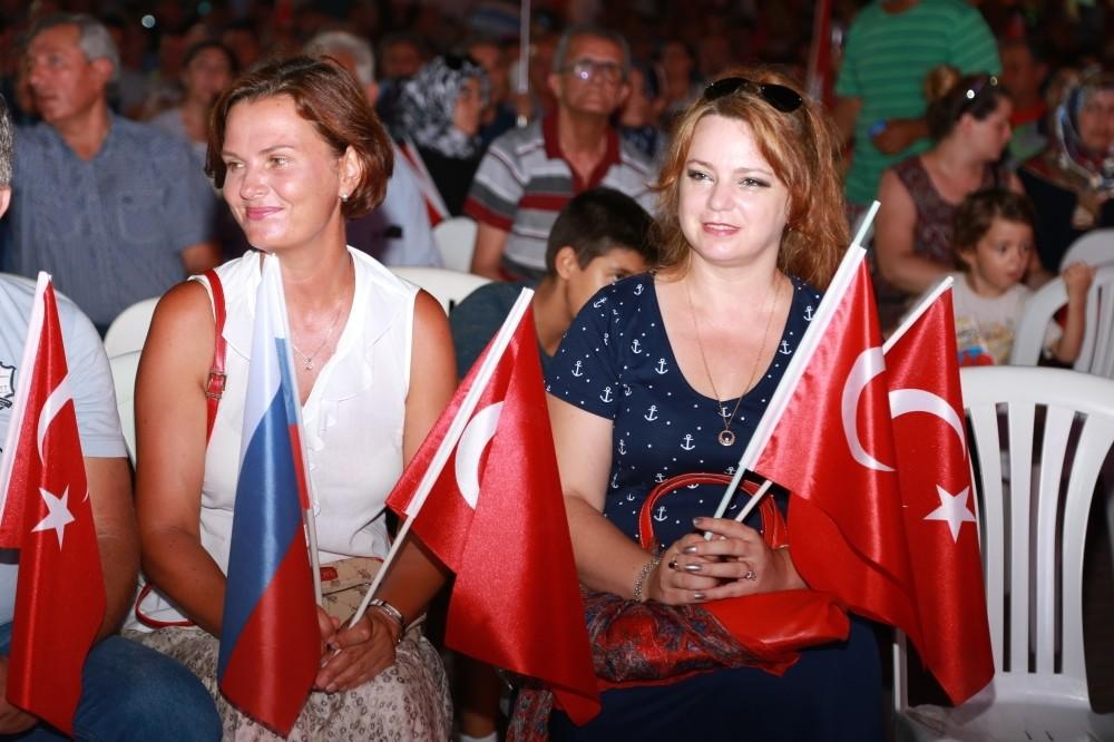 Russian residents at a u201cdemocracy watchu201d in Antalya.