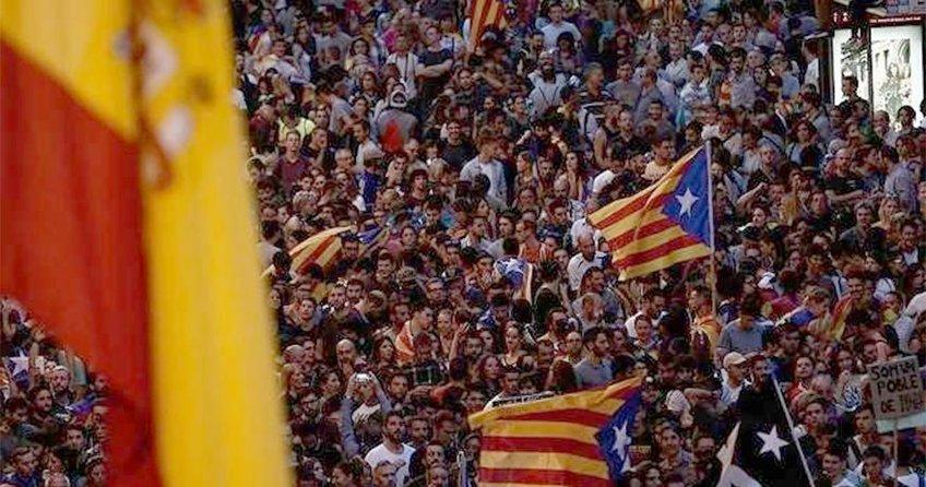 İspanya Katalonyanın özerklik haklarını dondurmak için düğmeye bastı