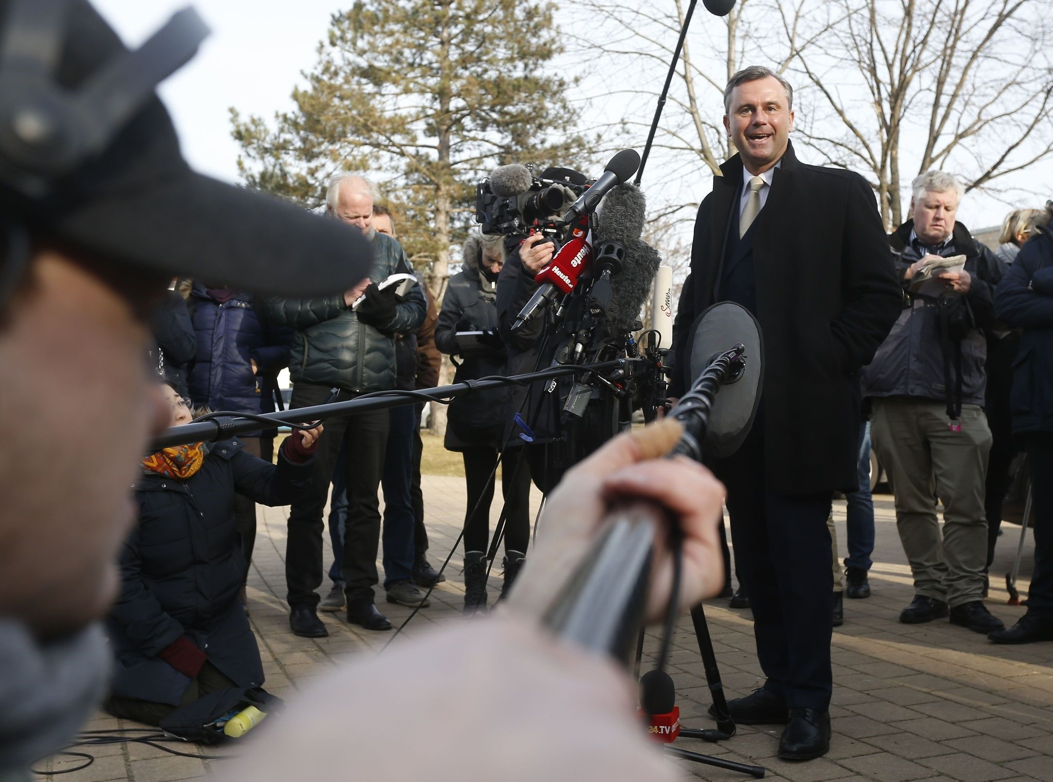 Austrian far-right Freedom Party (FPOe) presidential candidate Norbert Hofer talks to journalists in Pinkafeld, Austria on December 4, 2016. (AFP PHOTO)