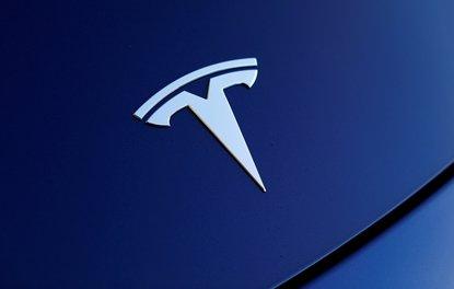 Tesla Model 3 takla attı
