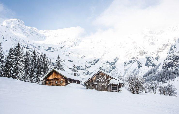 """Rüya gibi kar manzaraları, her biri farklı özelliklere sahip kayak pistleri, sıcak dağ evi odaları ve leziz yemekler: Salzburg'da kış mevsimini """"baştan sona bir keyif zamanı"""" olarak tanımlamak kesinlikle yanlış olmaz."""
