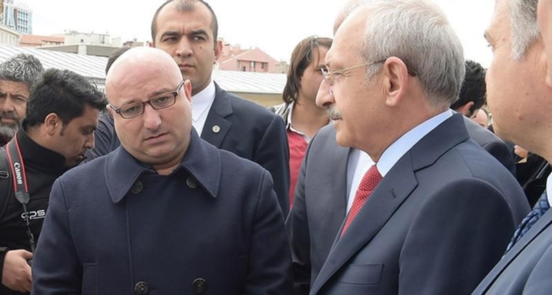 Fatih Gu00fcrsul (L) is seen with CHP Chair Kemal Ku0131lu0131u00e7darou011flu.