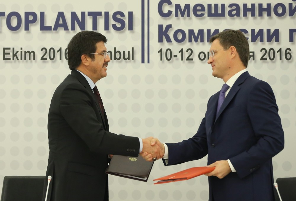 Economy Minister Nihat Zeybekci (L) shakes hands with Russian Energy Minister Alexander Novak as they sign the Joint Economic Commission Protocol in Istanbul yesterday.
