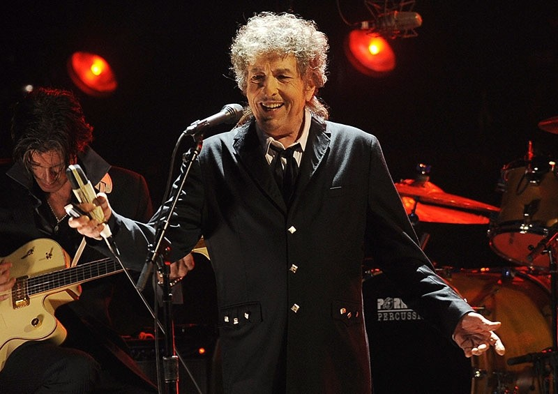 Bob Dylan performs in Los Angeles, October 13, 2016. (AP Photo)