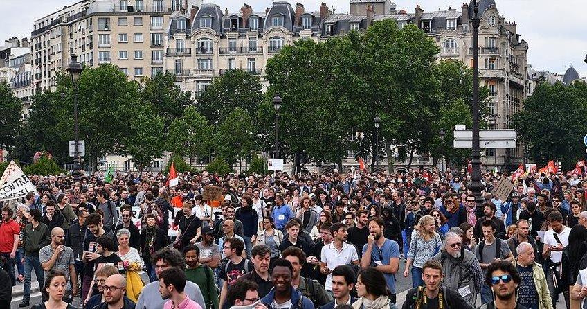 Fransada grevlere memurlar da katıldı