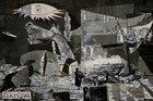 Picasso'nun tuvaline yansıyan bombardıman
