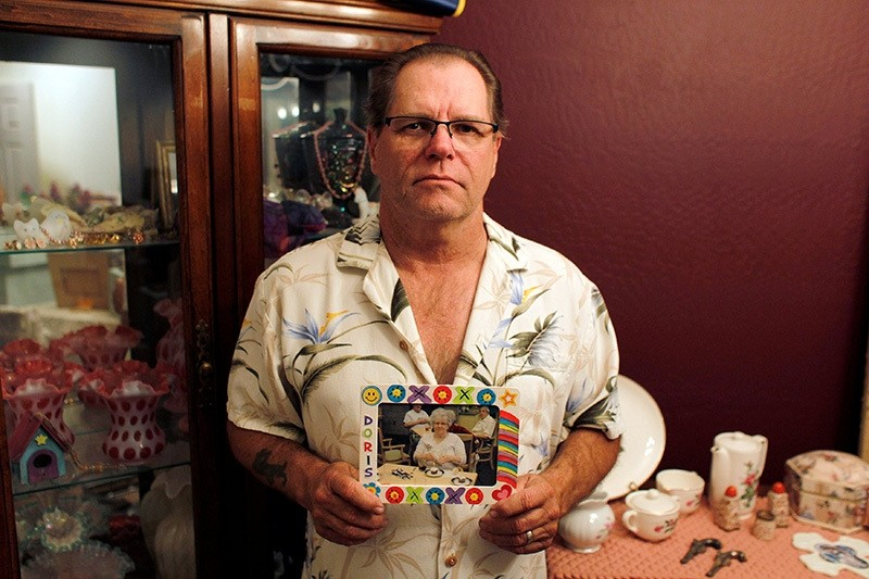 Jim Stauffer holds a photo of his late mother Doris Stauffer while posing for a photo in his home in Surprise, Arizona, U.S. December 21, 2016 (Reuters Photo)