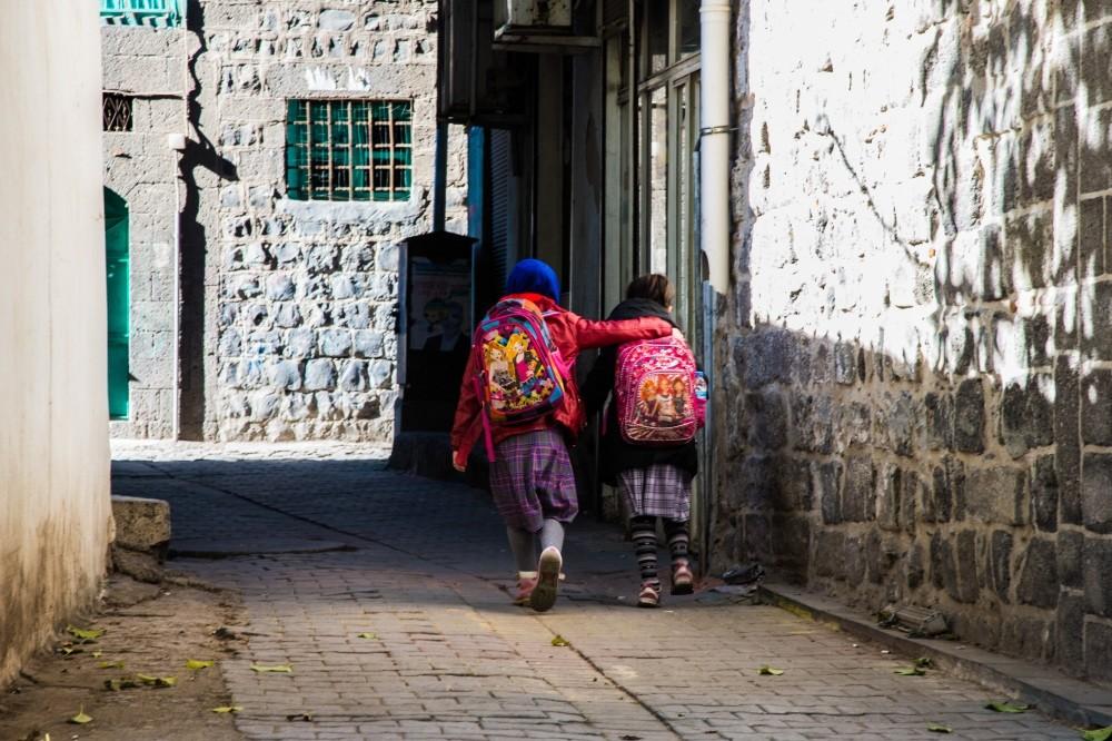 Two schoolgirls walk through in streets of Diyarbaku0131r's Sur district on Dec. 8. (Photo: Yunus Paksoy)