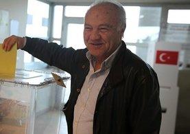 Yurt dışı seçmen kütüğüne kayıtlı vatandaşlar oy vermeye başladı