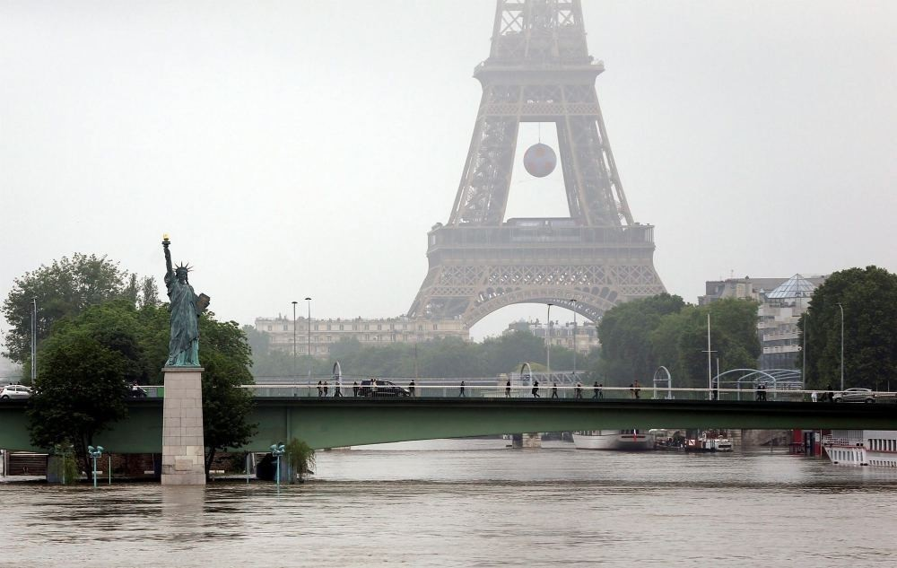Heavy floods have stopped life in Paris.