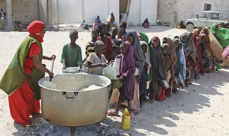 Children from southern Somalia line up to receive cooked food distributed by a local NGO in Mogadishu, Somalia, Thursday, Aug. 18, 2011 (AP Photo)