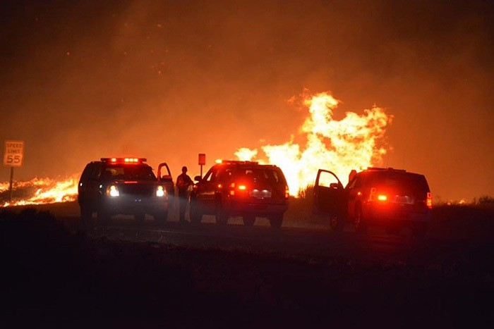 A handout photo released by the Kern County Fire Department on 23 June 2016 shows the fast spreading Erskine Fire which has destroyed 80 homes and has burned 5,000 acres in Lake Isabella, California, USA, 23 June 2016. (EPA Photo)