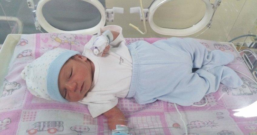 Yeni doğan bebeğini vicdansız anne çöpe attı