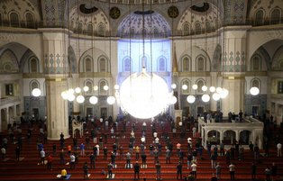 Millions of Muslims flock to mosques to celebrate Mawlid al-Nabi