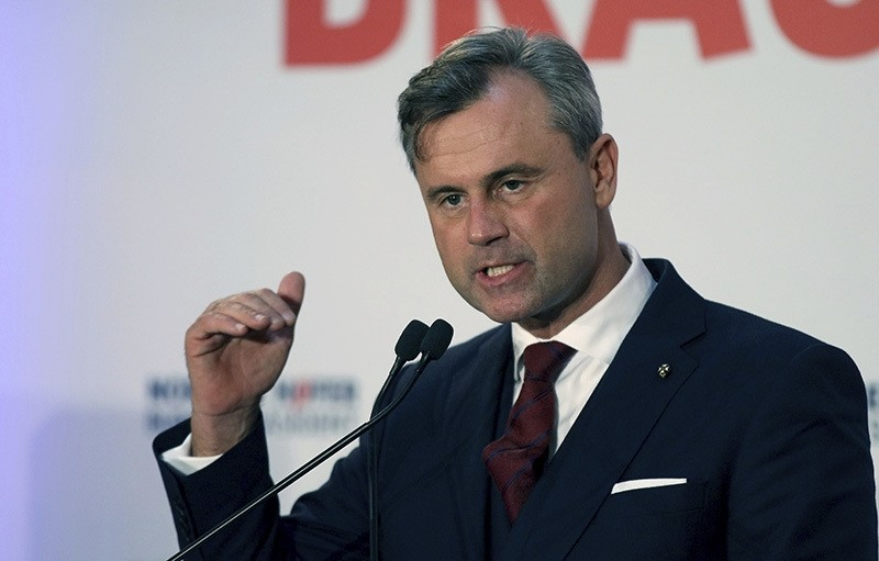 Norbert Hofer of Austria's Freedom Party, FPOE, delivers a speech during the final election campaign event in Vienna, Austria, Friday, Dec. 2, 2016 (AP Photo)