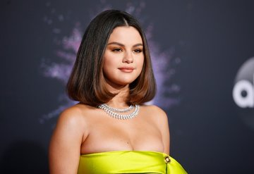 Selena Gomez sahnede panik atak geçirdi