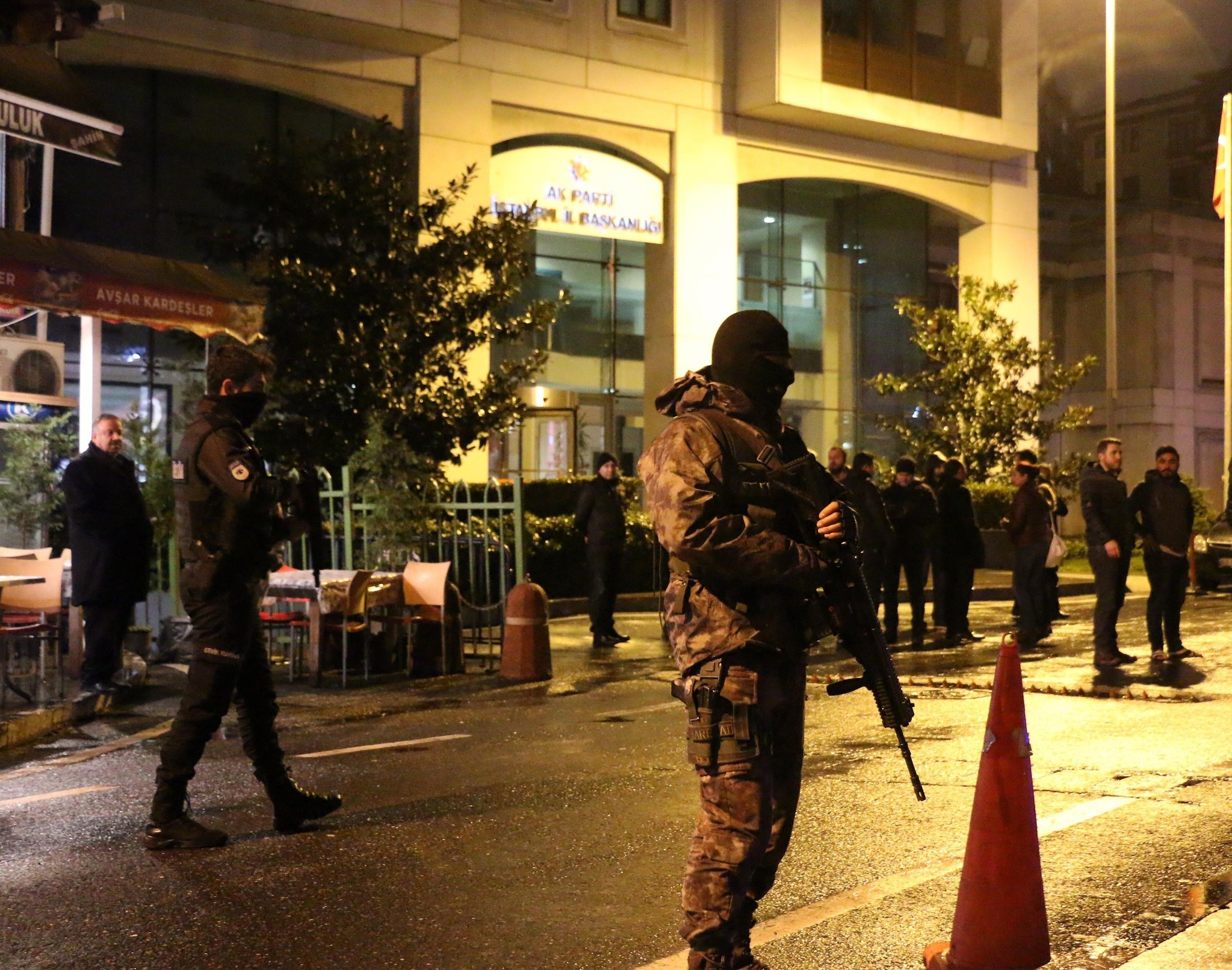 Turkish security forces wait outside the Istanbul headquarters of AK Party in Su00fctlu00fcce, Istanbul on 20.01.2017. (DHA Photo)