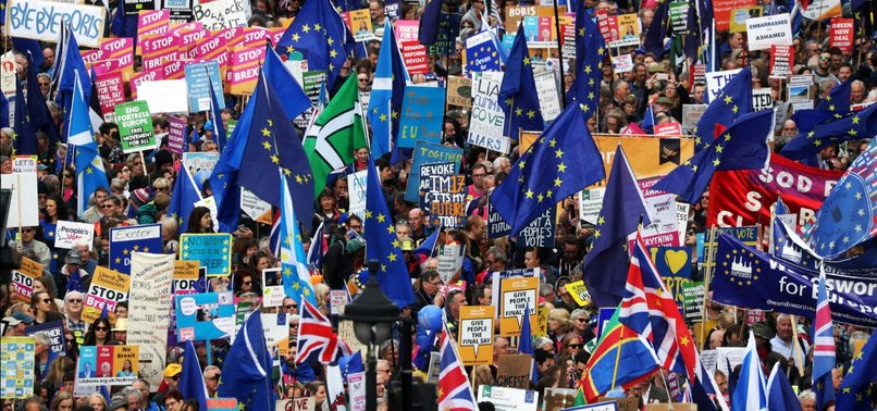 THOUSANDS OF UK CITIZENS JOIN MARCH IN LONDON FOR NEW BREXIT REFERENDUM