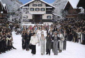 Karl Lagerfeldin son Chanel şovu