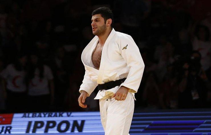 Türkiye Judo Federasyonu Başkanı Sezer Huysuz, Macaristan'ın başkenti Budapeşte'de düzenlenen grand slamda milli judocuların kazandıkları 2 altın madalyanın morallerini yükselttiğini söyledi.
