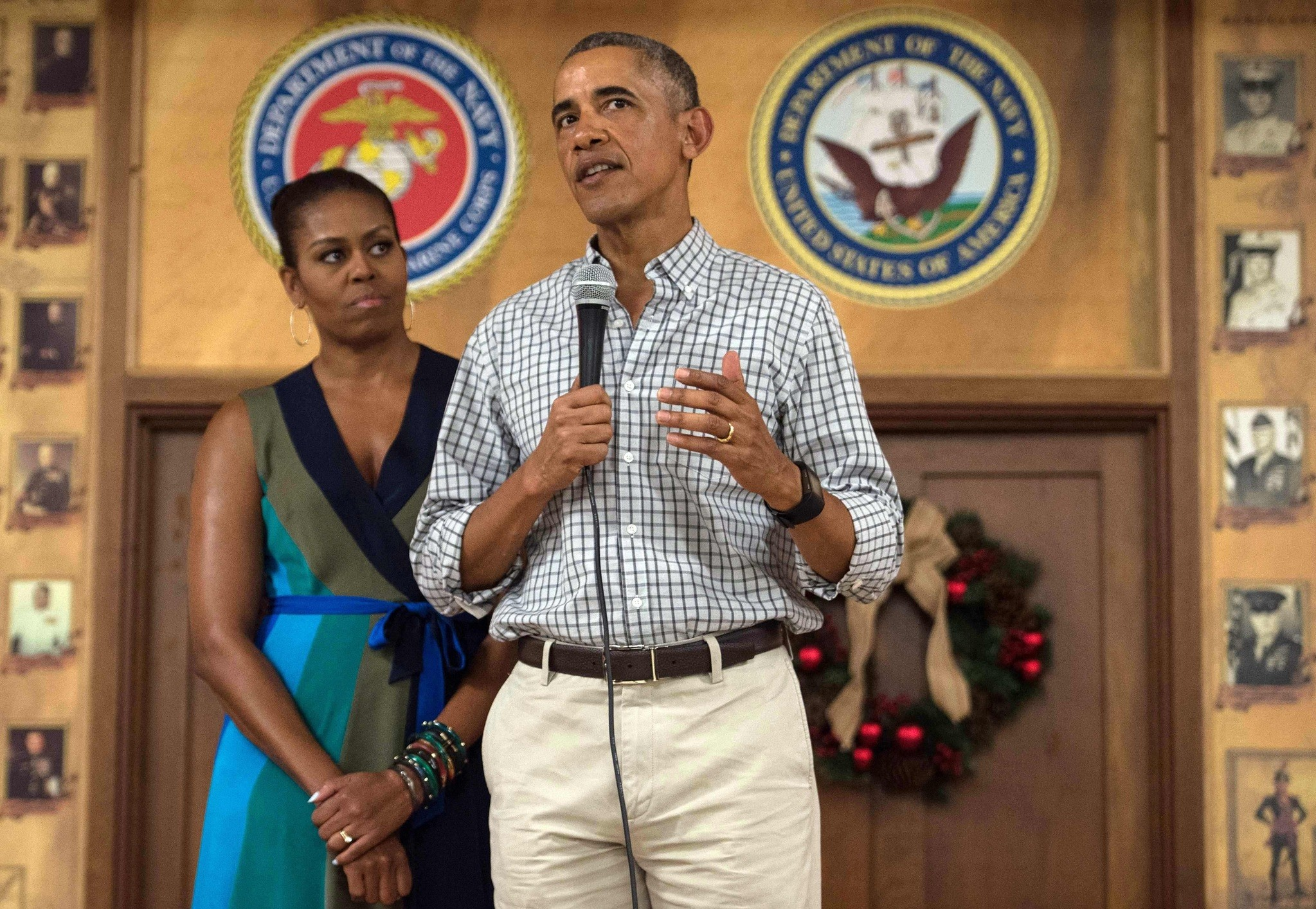 Obama addresses troops with First Lady Michelle Obama at Marine Corps Base Hawaii in Kailua on Dec. 25, 2016. (AFP Photo)