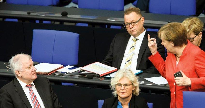 Seehofer'in göç planı ertelendi