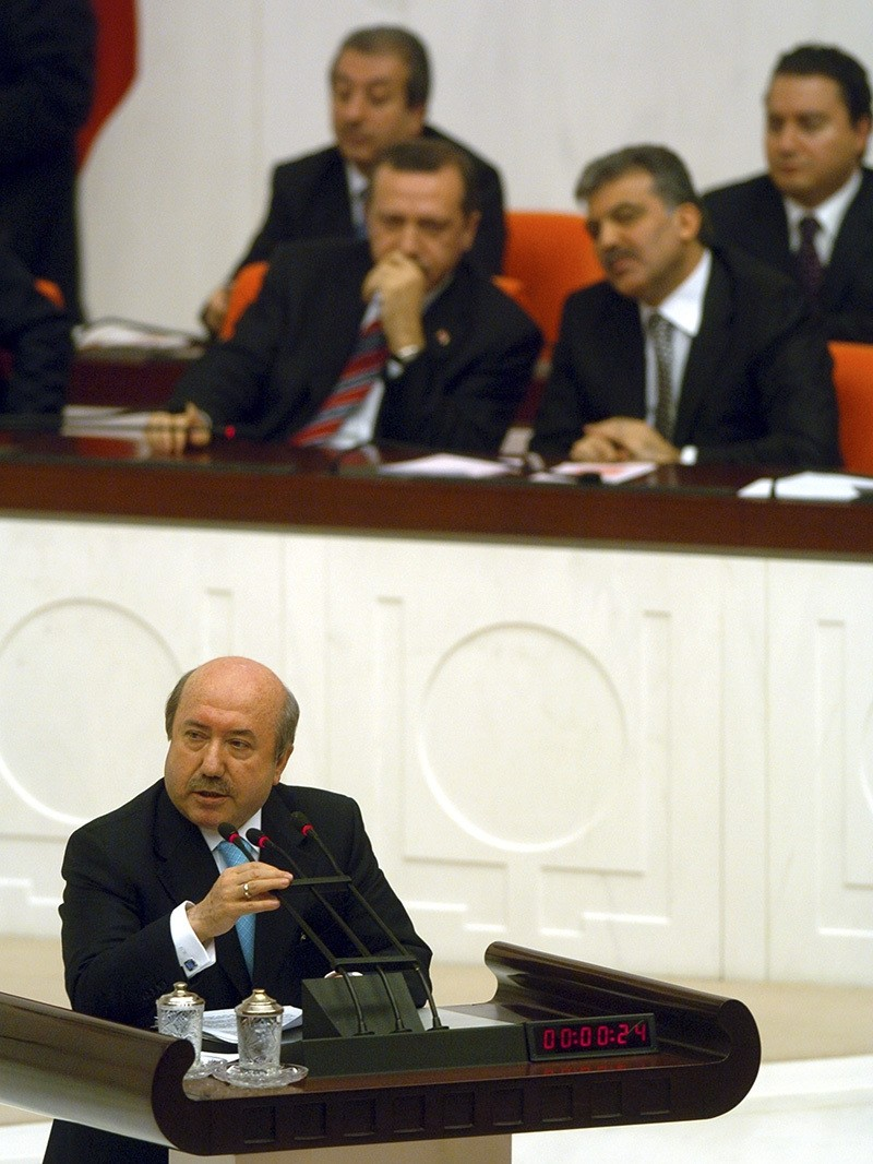 Unaku0131tan speaks at the Parliament in March 2006, while then PM Erdou011fan and FM Gu00fcl are listening in the background. (AA Photo)
