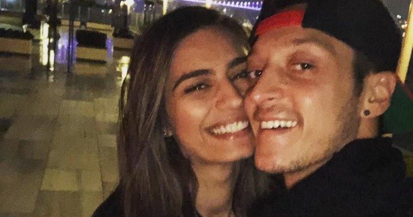 Mesut Özil , kredi kartını aşkına verdi