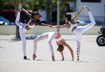Meleklerin yoga mesaisi