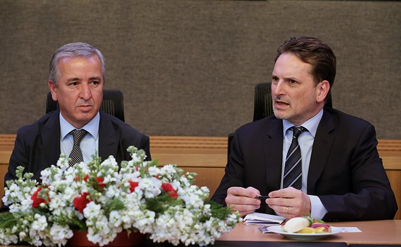 UNRWA Commissioner-General Pierre Krahenbuhl (R) during a news conference with Turkey-Palestine Friendship Group chairman Aydu0131n u00dcnal (L) on 23 November 2016. (AA Photo)