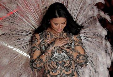 Adriana Lima, Victorias Secreta veda etti
