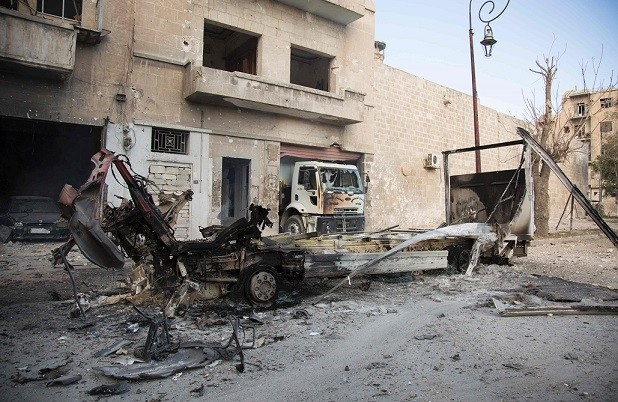 The wreackage of vehicles are seen outside a civil defence centre in Aleppou2019s moderate-held neighbourhood of Bab al-Nayrab on Nov. 19, 2016, following recent regime air strikes. (AFP Photo)