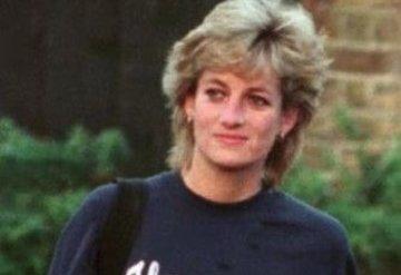 Prenses Diana'nın sweatshirt'ü satıldı!