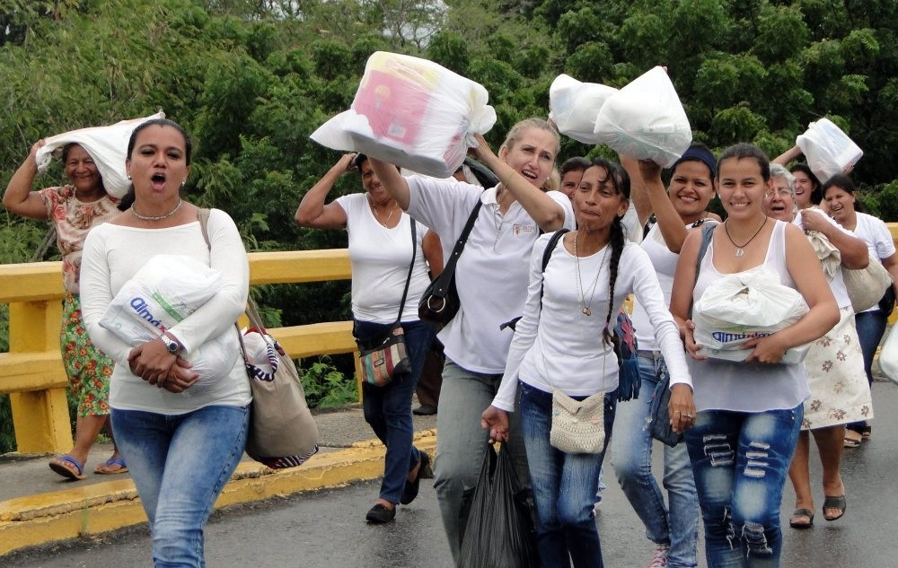 Venezuelan women go back to their country after buying supplies in Cucuta, Colombia.