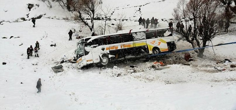 6 KILLED, 20 INJURED AFTER BUS TIPS OVER, FLIES INTO STREAM IN TURKEYS MUŞ