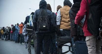 أعادت السلطات اليونانية أمس الثلاثاء، 19 لاجئاً سوريا إلى تركيا، عملاً باتفاقية إعادة القبول المبرمة بين تركيا والاتحاد الأوروبي.  وبحسب بيان صادر عن الداخلية اليونانية، فإنّ وكالة حماية الحدود...