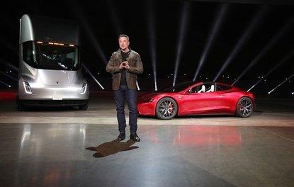 Tesla yeni modellerini tanıttı