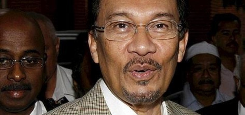 MALAYSIA DROPS SEX ASSAULT PROBE OF PM-IN-WAITING ANWAR
