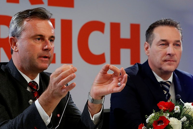 Head of Austria's far right Freedom Party (FPOe) Heinz-Christian Strache and former presidential candidate Norbert Hofer address the media in Vienna, Austria, December 6, 2016. (Reuters Photo)