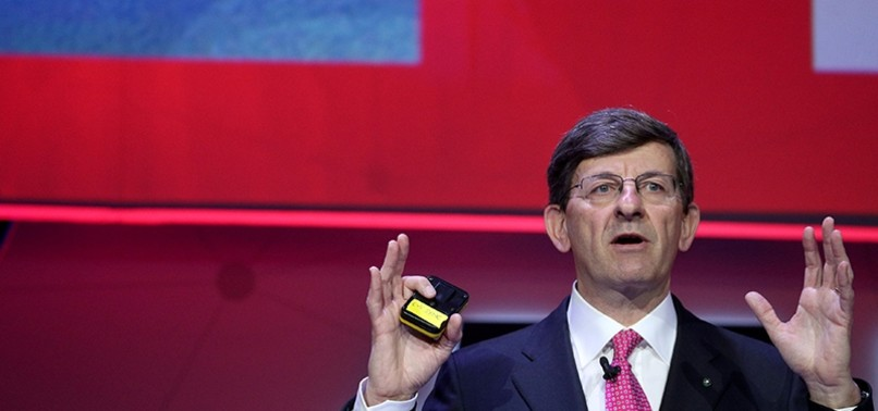 VODAFONE LONGTIME CEO TO STEP DOWN AS COMPANY RETURNS TO PROFIT