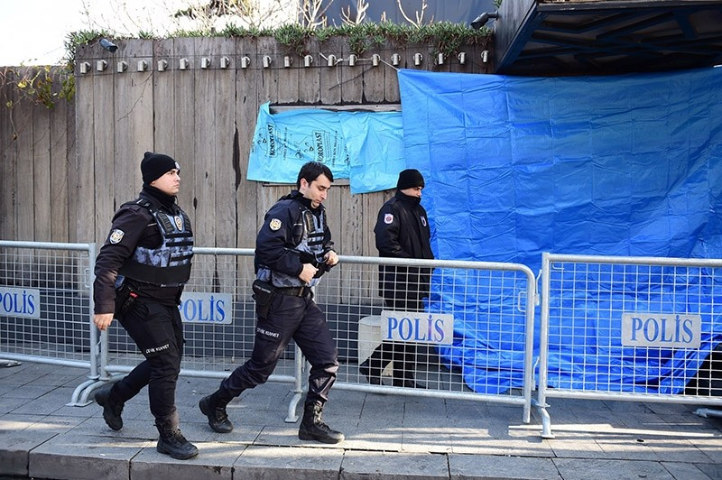Turkish anti riot police officers stand guard near the Reina night club early on January 1, 2017 after at least one gunmen went on a shooting rampage in the nightclub during New Year's Eve celebrations. (AFP Photo)