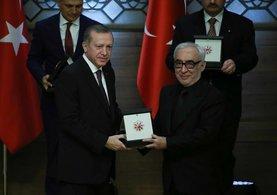 Cumhurbaşkanlığı Kültür ve Sanat Büyük Ödülleri'nde dikkat çeken kare