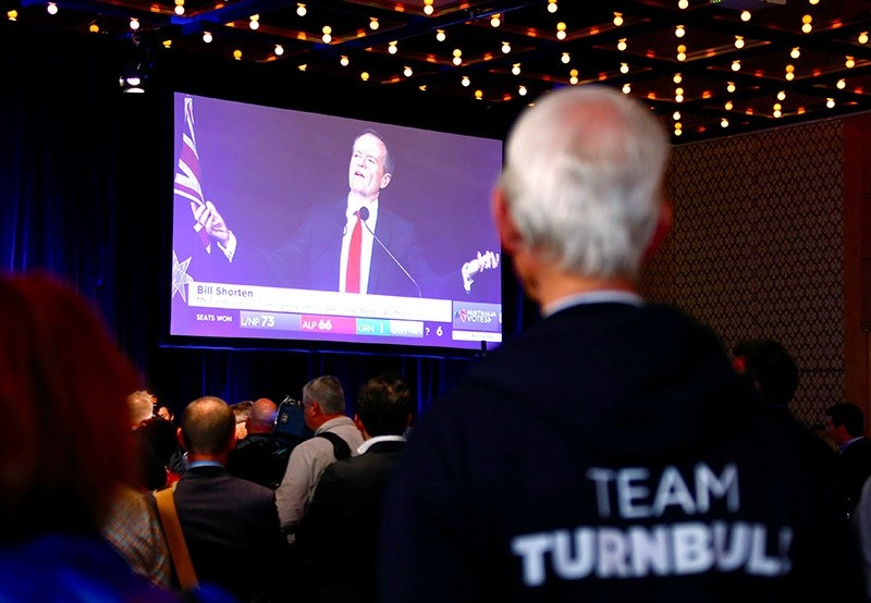 A supporter of Australian PM Malcolm Turnbull watches as Labor Party leader Bill Shorten speaks on a television screen during an official function for the Liberal Party during the Australian general election in Sydney, July 2, 2016. (Reuters Photo)
