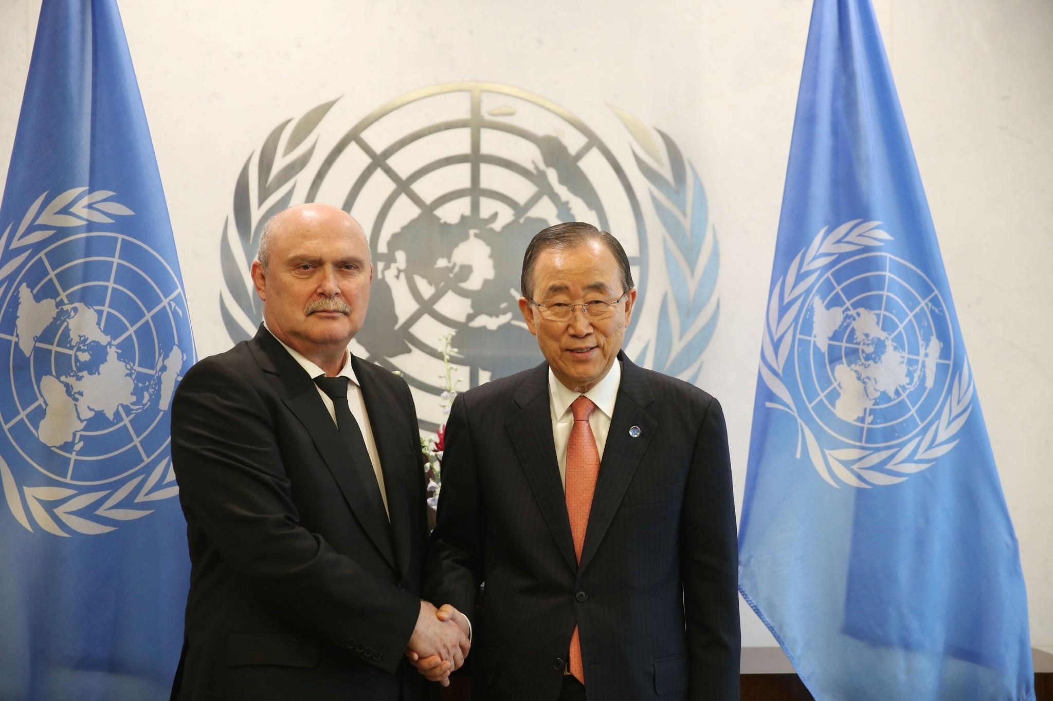 Feridun Sinirliou011flu (L) and Ban Ki-moon