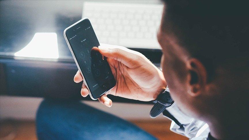 ARAŞTIRMAYA GÖRE 'AKILLI TELEFON BAĞIMLILIĞI' UYKU DÜZENİNİ ETKİLİYOR