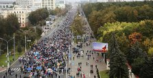 Tens of thousands rally against Belarus president in