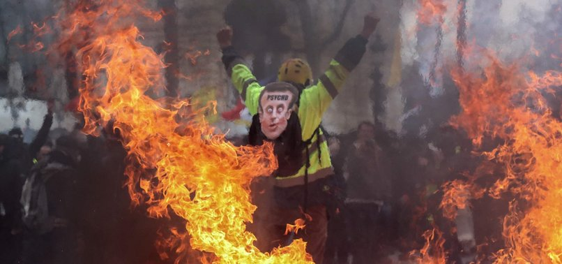 FRENCH YELLOW VEST PROTESTERS CLASH WITH POLICE IN PARIS