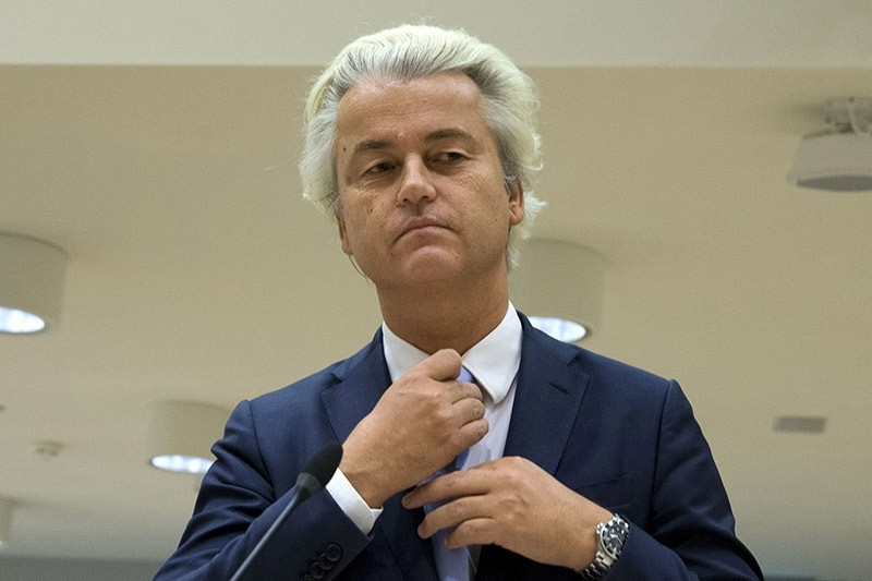 Anti-Islam lawmaker Geert Wilders prepares to address judges at the high-security court near Schiphol Airport, Amsterdam on 23 November 2016. (AP Photo)