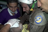 Syrian rescue worker cries with joy after digging for hours to rescue baby girl trapped under rubble https://t.co/lMywjXRDtq pic.twitter.com/QcC1AehOkj