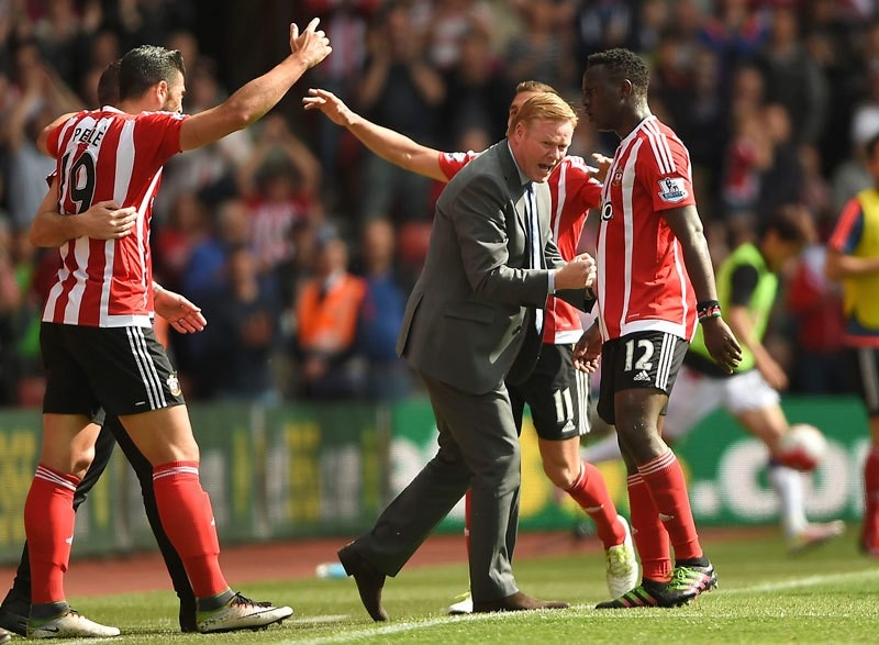 Ronald Koeman joins in the festivities during the English Premier League soccer match between Southampton FC and Crystal Palace at the St Maryu2019s stadium in Southampton , England. Sunday May 15, 2016 (AP Photo)